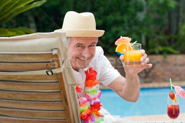 Homme mûr potable cocktail piscine homme Photo stock © wavebreak_media