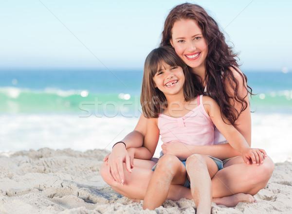 Meisje moeder strand water meisje hand Stockfoto © wavebreak_media