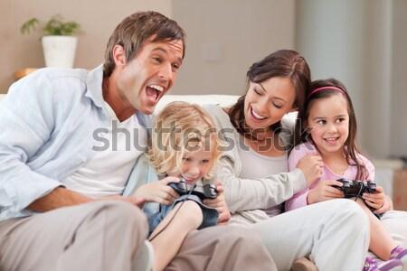 競争力のある 家族 演奏 ビデオゲーム リビングルーム 愛 ストックフォト © wavebreak_media