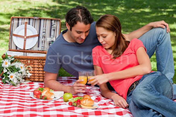 2 友達 触れる 眼鏡 その他 お祝い ストックフォト © wavebreak_media