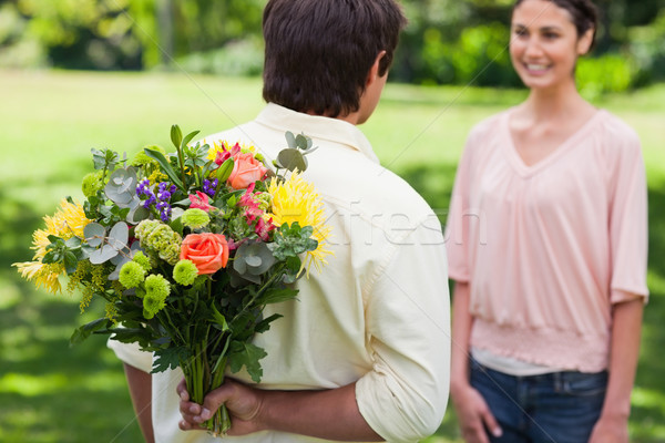 Człowiek niespodzianką przyjaciela kwiaty skupić Zdjęcia stock © wavebreak_media