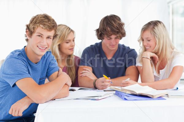 Groupe élèves séance ensemble tous étude Photo stock © wavebreak_media