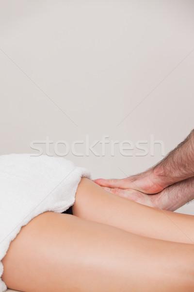 Mulher coxa massagista quarto médico médico Foto stock © wavebreak_media