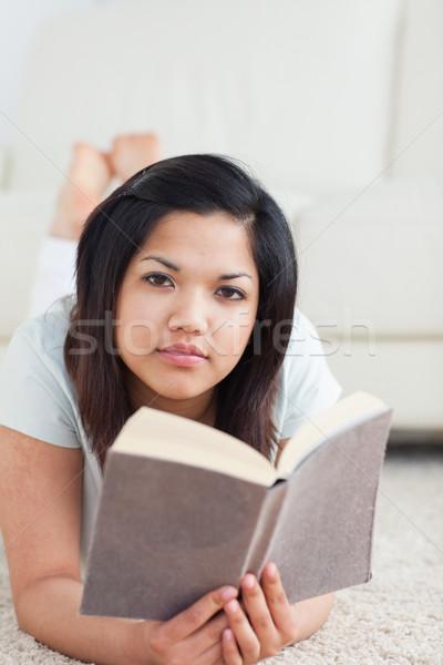 Foto stock: Mujer · libro · piso · salón · ventana