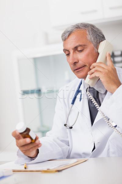 Arts telefoon drug vak medische Stockfoto © wavebreak_media