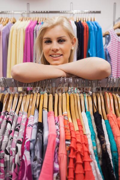 Mulher boutique olhando satisfeito moda Foto stock © wavebreak_media