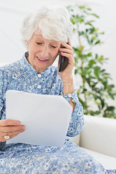 пожилого счастливым женщину чтение бумаги телефон Сток-фото © wavebreak_media