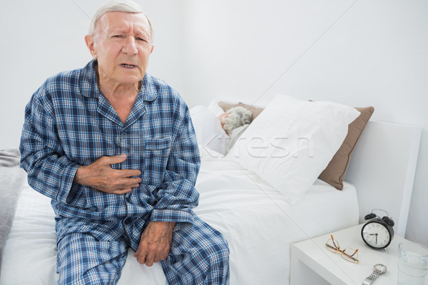 Vieillard souffrance corps douleur chambre maison Photo stock © wavebreak_media