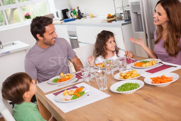 семьи говорить вокруг обеденный стол кухне женщину Сток-фото © wavebreak_media