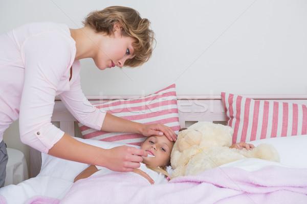 母親 温度 病気 娘 ホーム ストックフォト © wavebreak_media