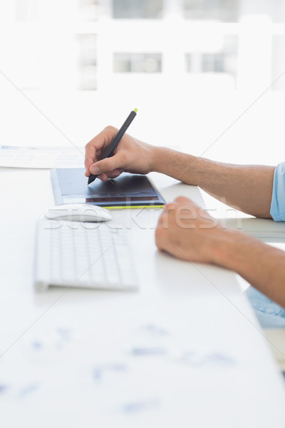 Toevallig mannelijke foto editor graphics tablet Stockfoto © wavebreak_media