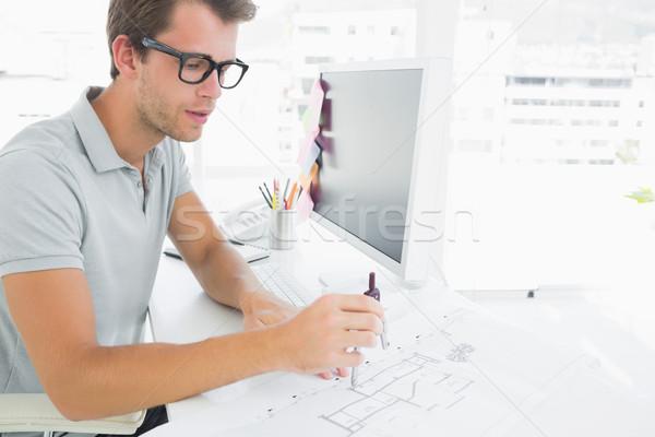 Vista laterale concentrato giovane bussola design arte Foto d'archivio © wavebreak_media