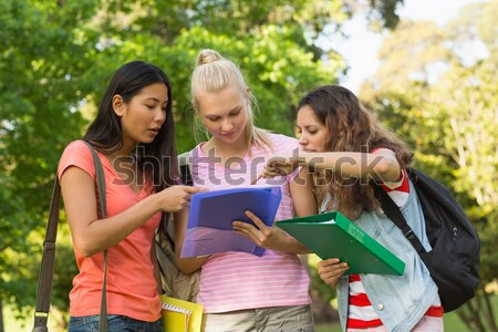 幸せ 女性 大学 友達 キャンパス グループ ストックフォト © wavebreak_media