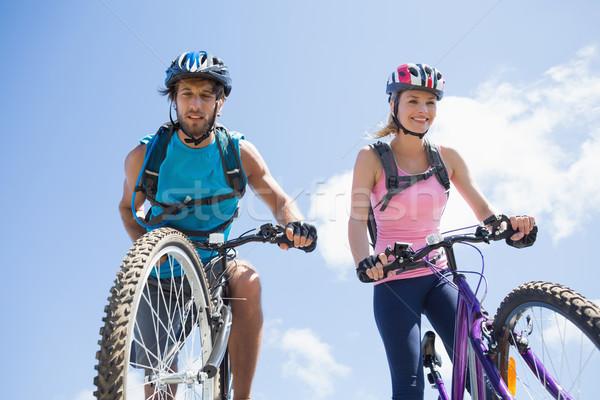 Encajar ciclista Pareja ciclo abajo Foto stock © wavebreak_media