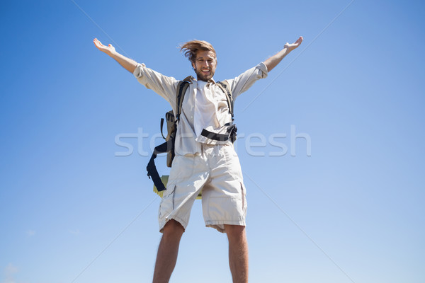 ハンサム ハイカー 立って 笑みを浮かべて カメラ ストックフォト © wavebreak_media