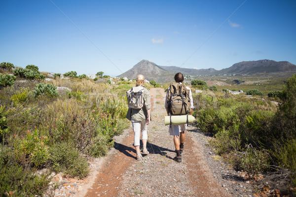 Senderismo Pareja caminando montana terreno Foto stock © wavebreak_media