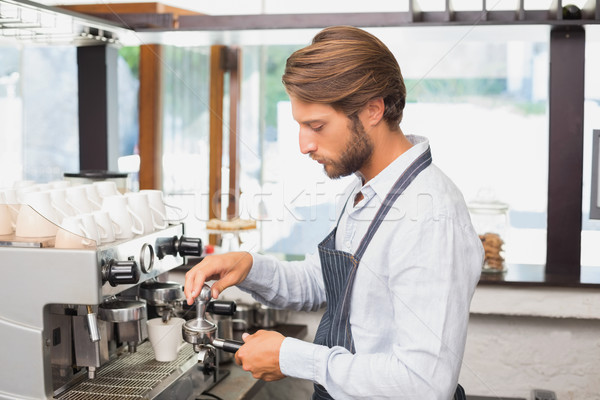 красивый Бариста Кубок кофе кофейня Сток-фото © wavebreak_media