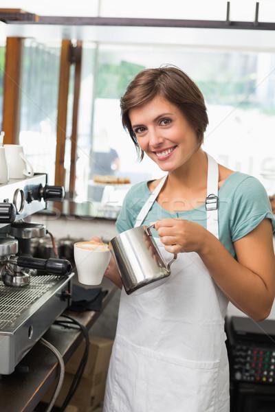 довольно Бариста молоко Кубок кофе Сток-фото © wavebreak_media