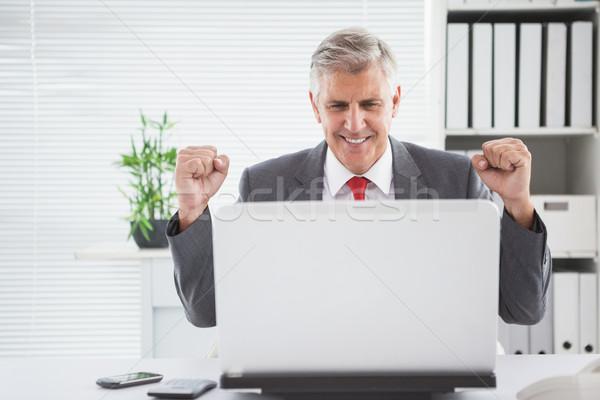 éljenez üzletember asztal iroda üzlet számítógép Stock fotó © wavebreak_media