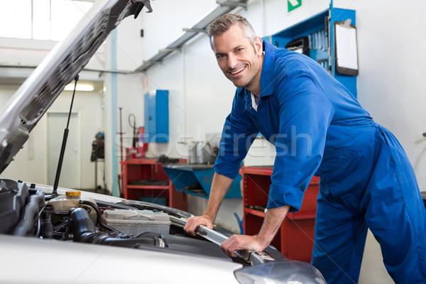 Meccanico lavoro riparazione garage uomo ritratto Foto d'archivio © wavebreak_media