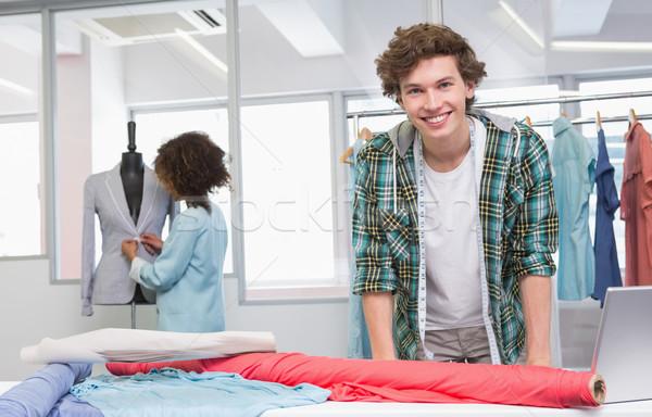 Mosolyog diákok dolgozik szövet modell főiskola Stock fotó © wavebreak_media