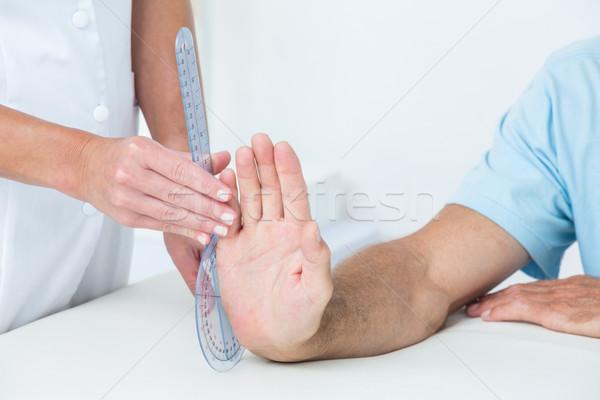 Lekarza nadgarstek medycznych biuro kobieta Zdjęcia stock © wavebreak_media