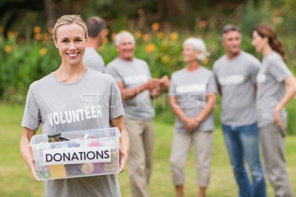 Heureux volontaire contribution boîte Photo stock © wavebreak_media