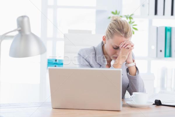 Frustré femme d'affaires tête mains bureau femme Photo stock © wavebreak_media