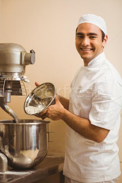 Bäcker Gießen Mehl groß Mixer kommerziellen Stock foto © wavebreak_media