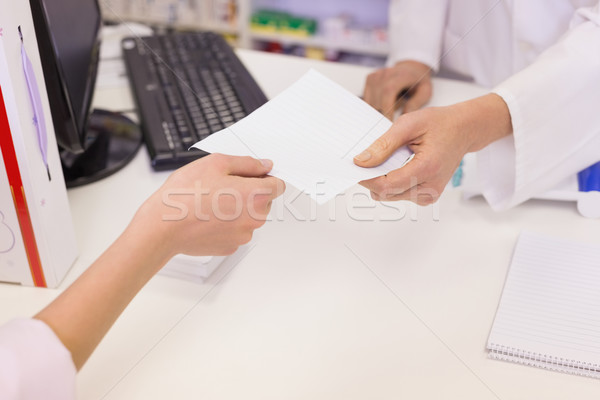 Farmacista prescrizione donna medici ospedale iscritto Foto d'archivio © wavebreak_media