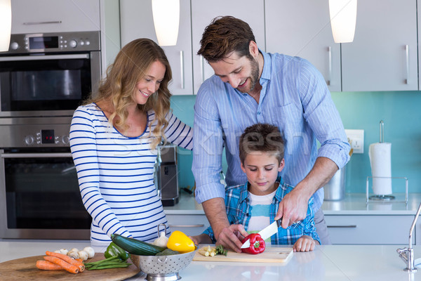 Boldog család zöldségek együtt otthon konyha férfi Stock fotó © wavebreak_media
