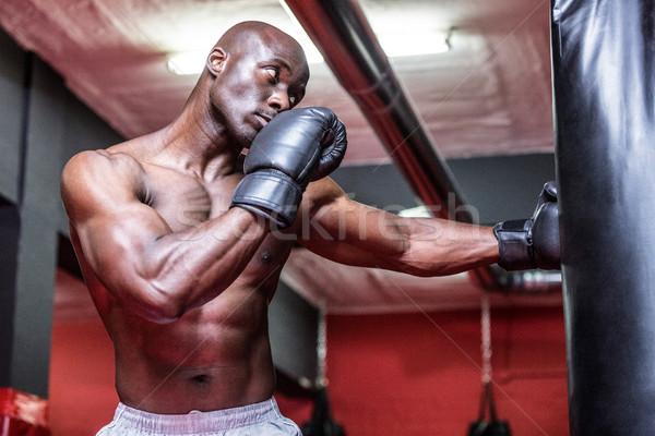 Jungen Bodybuilder Boxen Tasche Fitnessstudio Stock foto © wavebreak_media