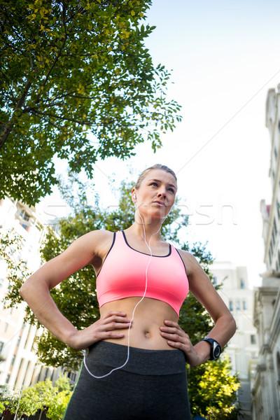 Portret mooie atleet handen heupen Stockfoto © wavebreak_media