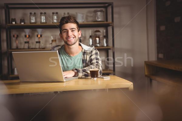 笑みを浮かべて ヒップスター 座って ラップトップを使用して 肖像 コーヒーショップ ストックフォト © wavebreak_media