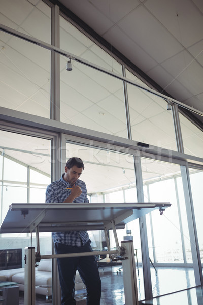Komoly belsőépítész dolgozik iroda üzlet papír Stock fotó © wavebreak_media