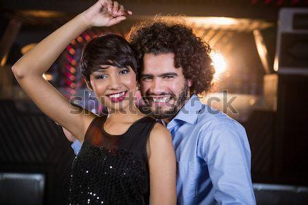 Retrato sorridente amigos em pé parede braço Foto stock © wavebreak_media
