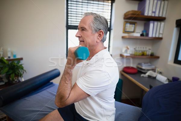 Oldalnézet idős beteg emel súlyzó ül Stock fotó © wavebreak_media
