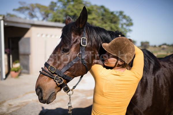 вид сзади женщины жокей лошади Постоянный Сток-фото © wavebreak_media