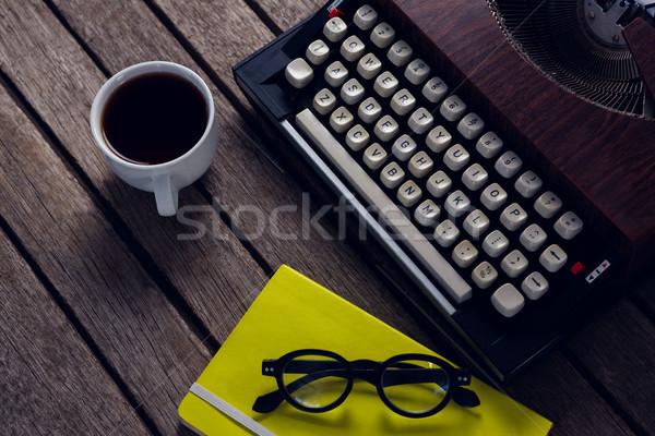 ヴィンテージ タイプライター 日記 ブラックコーヒー 眼鏡 木製のテーブル ストックフォト © wavebreak_media