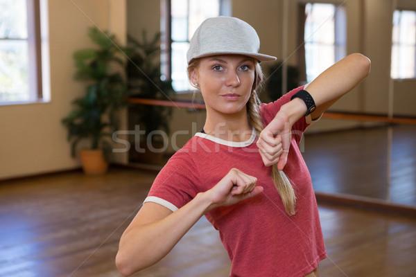 Portret mooie vrouw oefenen dans dansvloer studio Stockfoto © wavebreak_media