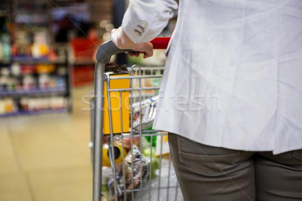 Immagine donna spingendo business shopping cliente Foto d'archivio © wavebreak_media