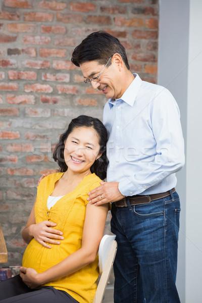 Retrato feliz expectante casal casa grávida Foto stock © wavebreak_media