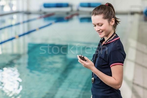 Güzel bakıyor kronometre havuz kadın Stok fotoğraf © wavebreak_media