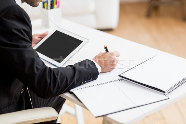 Biznesmen piśmie dziennik cyfrowe tabletka biuro Zdjęcia stock © wavebreak_media