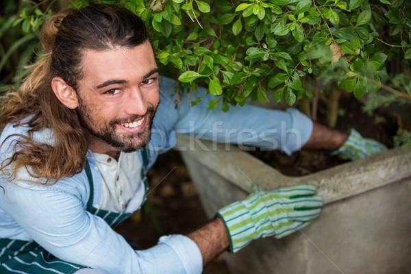 Portret szczęśliwy pracownika społeczności ogród Zdjęcia stock © wavebreak_media