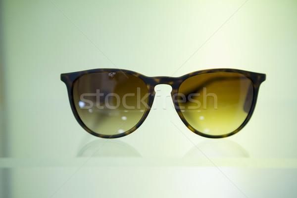 óculos de sol exibir ótico armazenar moda Foto stock © wavebreak_media