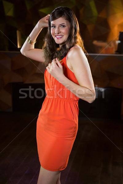 Jeune femme danse piste de danse portrait bar femme Photo stock © wavebreak_media