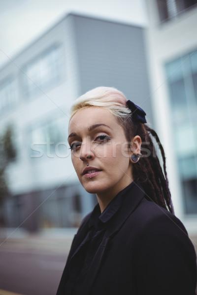 Retrato empresária em pé escritório escola mulher Foto stock © wavebreak_media