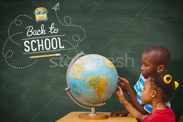 Imagem alunos olhando globo escolas Foto stock © wavebreak_media