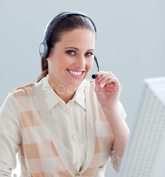 очаровательный деловая женщина рабочих компьютер гарнитура служба Сток-фото © wavebreak_media